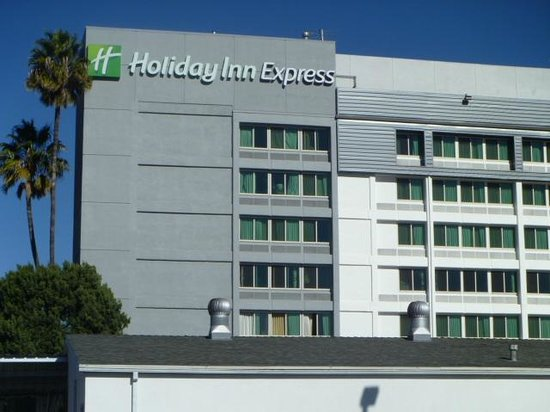 Holiday Inn Express Van Nuys: Exterior of the Building