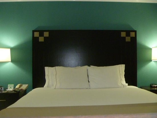 Holiday Inn Express Van Nuys: King-Size Bed Room