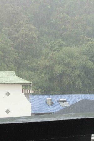 Arimana Hotel:                   Дождь