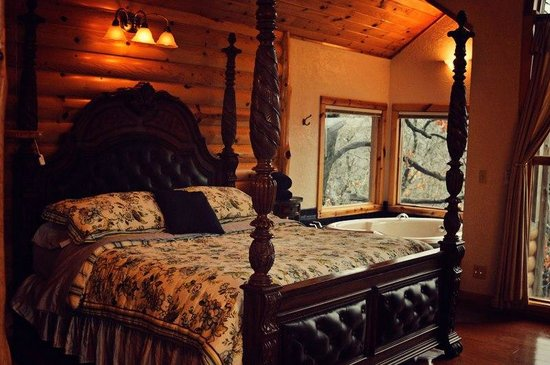 Treehouse Cottages:                                                       Whispering Woods