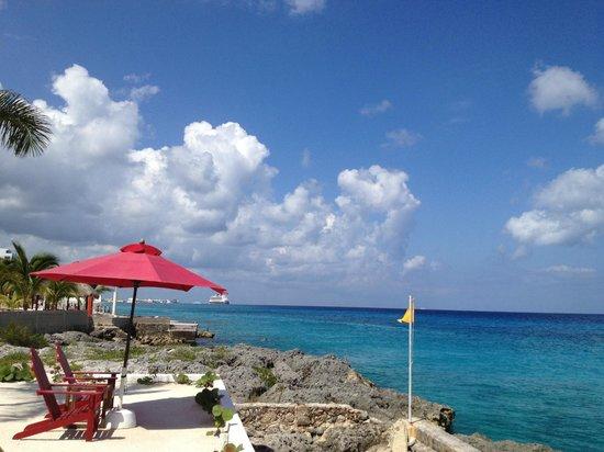 Hotel B Cozumel:                   Hotel B's beach area