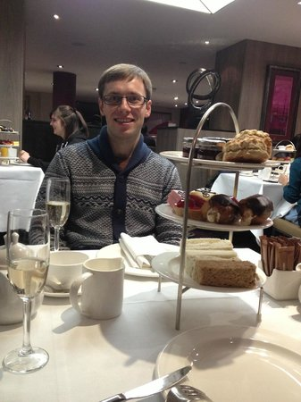 DoubleTree by Hilton Hotel London - West End:                   afternoon tea
