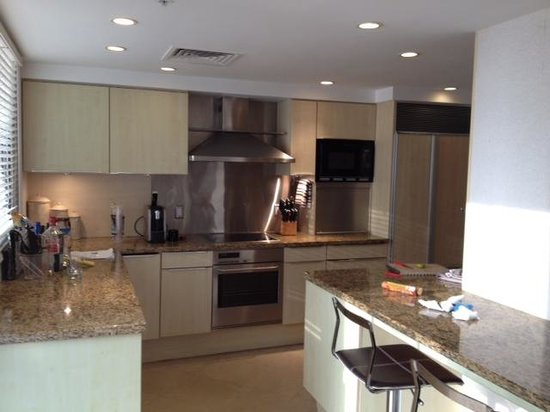 Lotus Honolulu at Diamond Head: Stocked Full Penthouse Kitchen