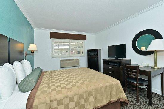 Saharan Motor Hotel: King with LCD TV, upgraded furnishings