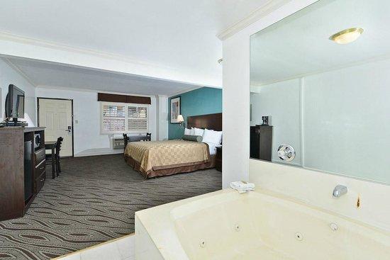 Saharan Motor Hotel: Jacuzzi Suite