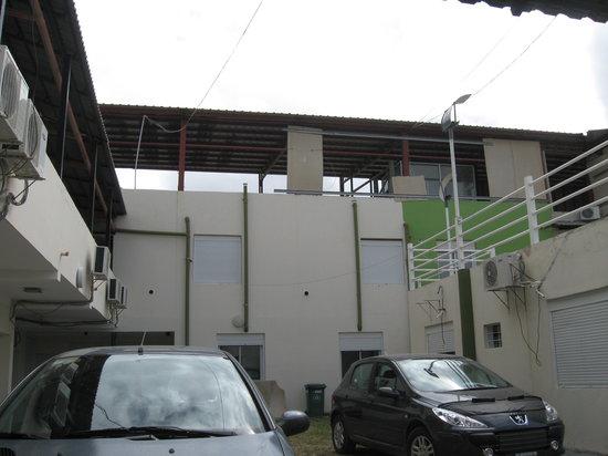 Hotel Calafquen:                   Estacionamiento interno