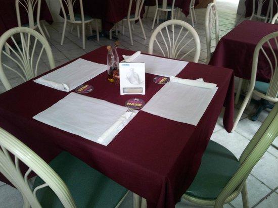 Restaurant El Roble: Acogedor y espacioso salon comedor