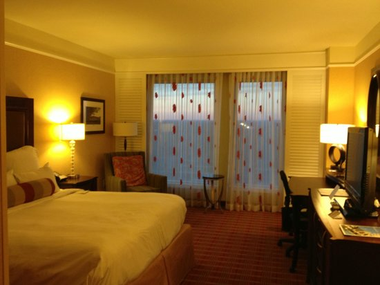Renaissance Montgomery Hotel and Spa at the Convention Center: King Guest Room