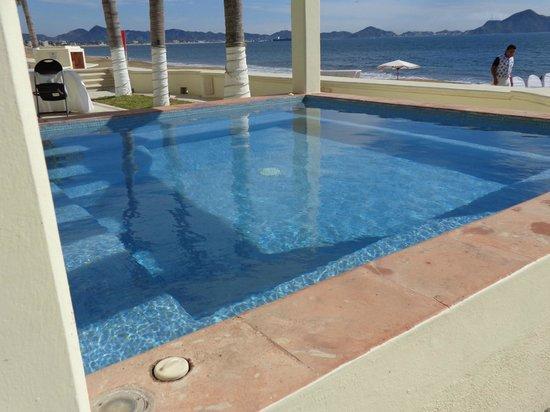 Camino Real Manzanillo:                   Jacuzzi con vista al mar