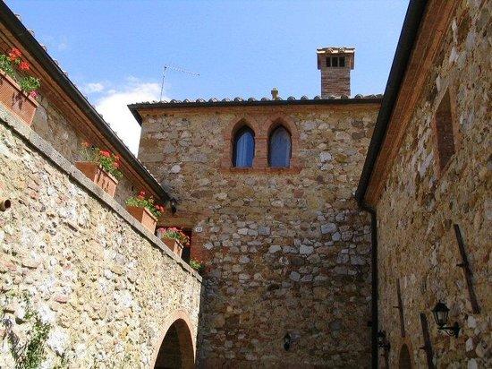 Agriturismo  Podere PratoVecchio:                   La torre...
