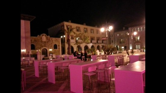 Melia Villaitana: restaurant at night