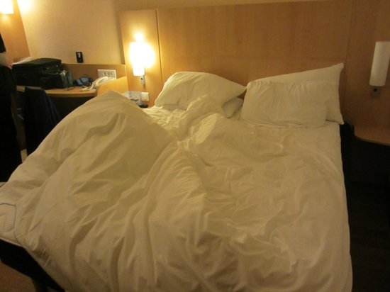 Ibis Paris CDG Airport: bed