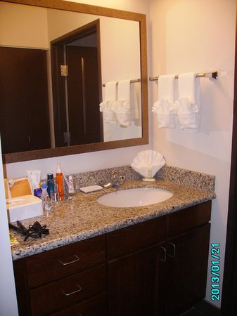 Staybridge Suites Plano - Richardson Area :                   El antebaño