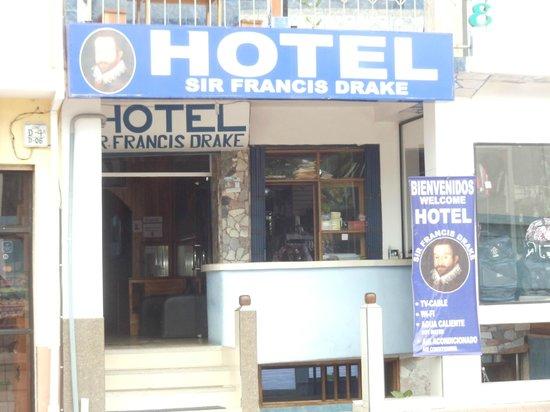 Hostel Sir Francis Drake:                   Entry, walk back to reception