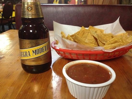 El Sabor Jerezano Restaurant: beer n chips!