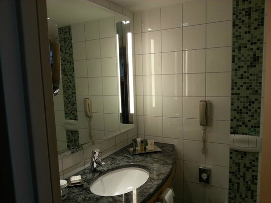 Hilton Vienna: bathroom