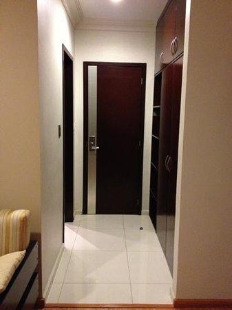 Hotel Dubrovnik:                   entrada y closet