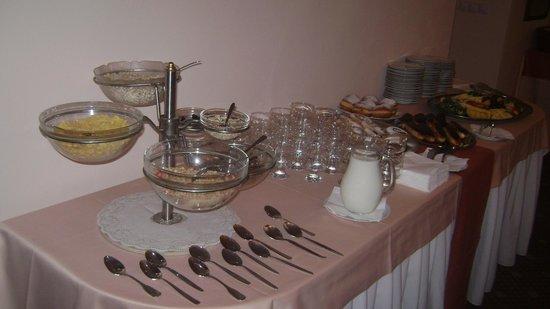 Hotel Zamek Stirin: Breakfast