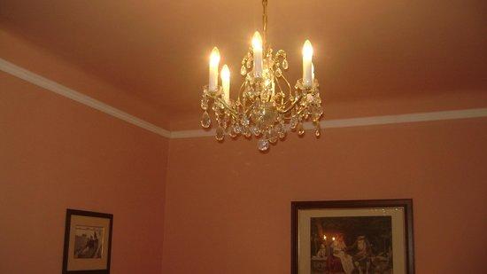 Hotel Zamek Stirin: Lightening in the bedroom