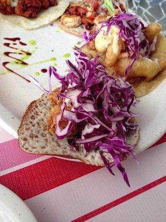 El Pez Gordo:                   taco con costra de queso como tortilla