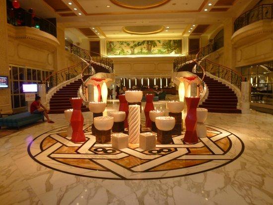 โรงแรมรอยัล พลาซ่า ออน สก็อตส์:                   Foyer