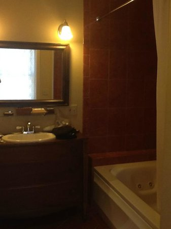 Layla's Riverside Lodge: Very nice bathroom
