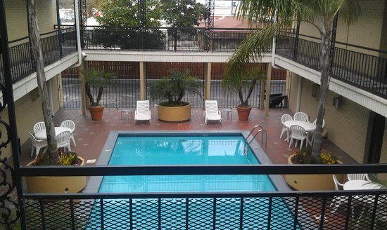 Super 8 - New Orleans : Courtyard Pool