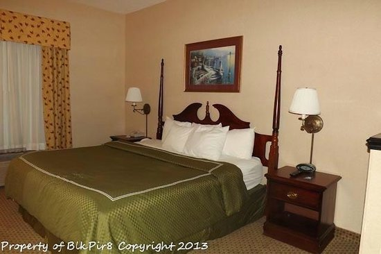 Comfort Suites:                   Our Room