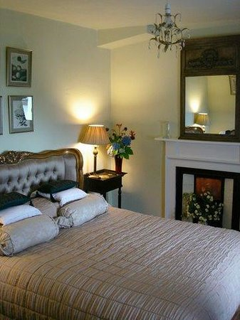 Tiroran House Hotel & Restaurant : One of Our 11 Bedrooms, The Green Room Overlooking Loch Scridain