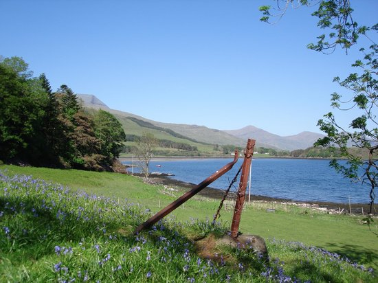 Tiroran House Hotel & Restaurant : View of Loch Scridain from the Hotels 54 Acre Grounds and Gardens