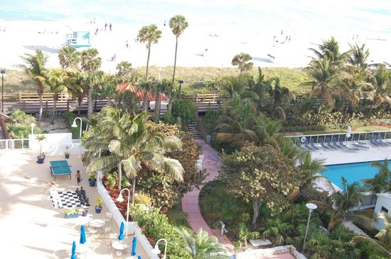BEST WESTERN Atlantic Beach Resort:                   playa y pileta