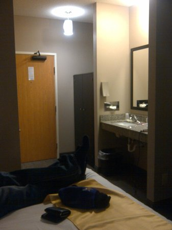 Boulders Inn & Suites:                   Sink area
