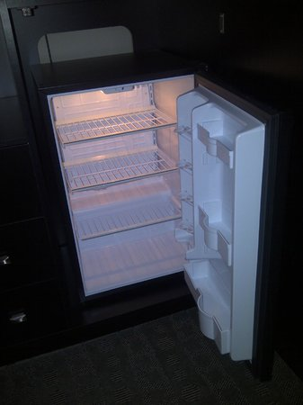Boulders Inn & Suites:                   Refrigerator