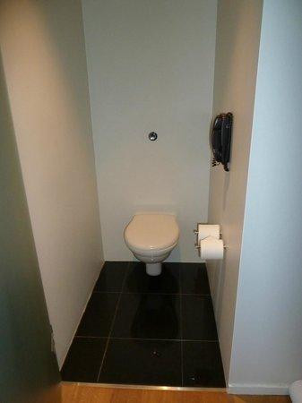 101 hotel: Toilet