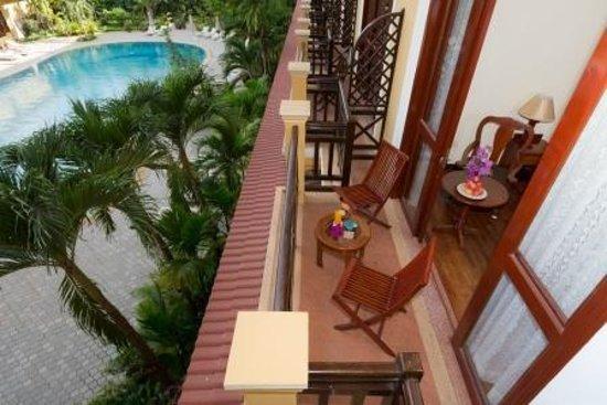 Angkor Paradise Hotel: Balcony of Deluxe Room