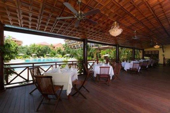 Angkor Paradise Hotel: Pool Terrace