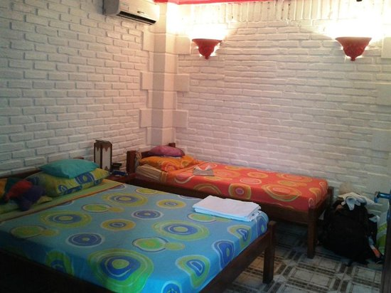 Arraial d'Ajuda Hostel:                   Quarto triplo