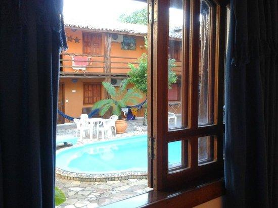 Arraial d'Ajuda Hostel:                   Vista da janela do quarto