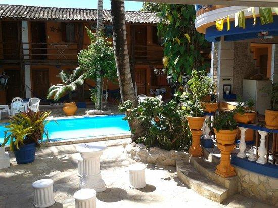 Arraial d'Ajuda Hostel:                   Área de piscina