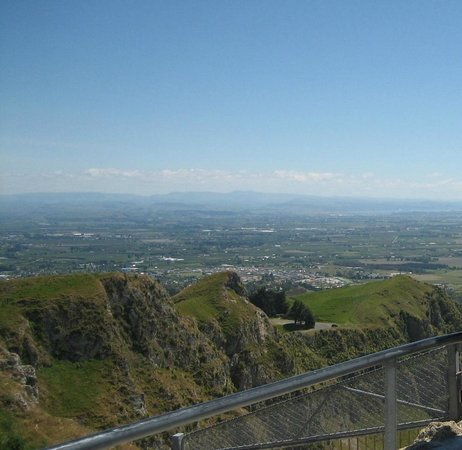 Bella Tuscany Motel:                                     te mata peak worth a visit! amazing views