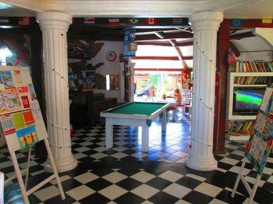Arraial d'Ajuda Hostel:                   Área comum interna