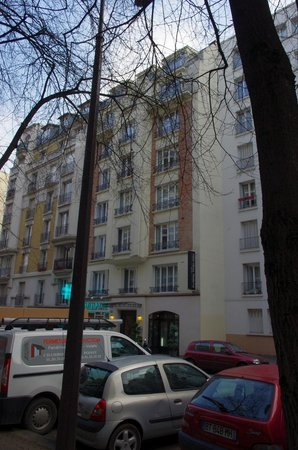 Home MODERNE:                   Hotel widziany z ulicy