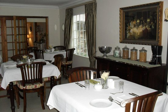 Bryan Manor Guest House:                                     Dining room.
