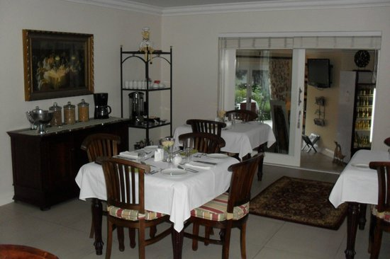 Bryan Manor Guest House :                                     Dining room again.