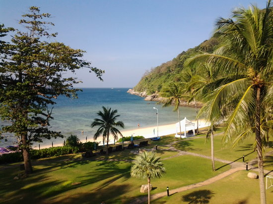 Phuket Marriott Resort & Spa, Merlin Beach:                   view from our beachfront room this morning