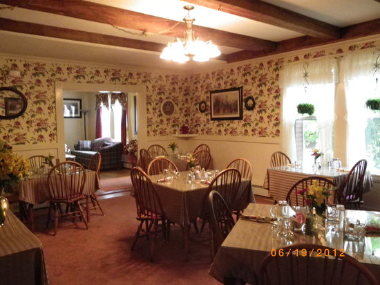 Old Red Inn & Cottages: Breakfast Room