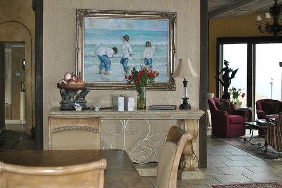 La Villa Vista:                   Beautiful relaxing dining room