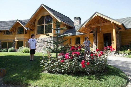 Antuquelen Hosteria Patagonica:                   Entrada