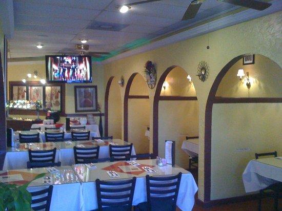 Masala Indian Cuisine: Dinning .