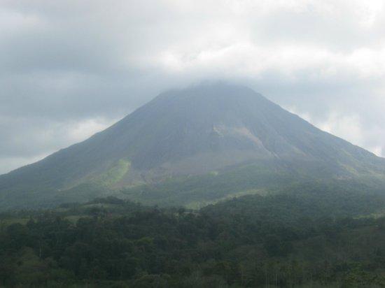 Arenal Palace:                   Vista del volcan desde la habitacion